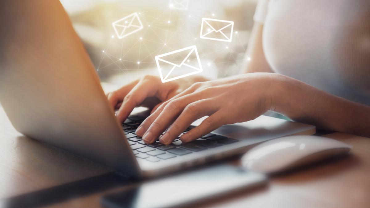 メールやSNSで専用URL送付